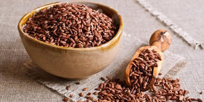 13 Benefícios para a saúde impressionantes do arroz integral