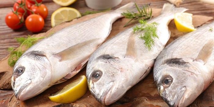 13 benefícios surpreendentes para a saúde de comer peixe